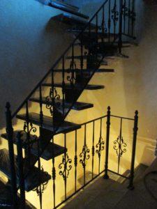Кованые лестницы в дом на второй этаж
