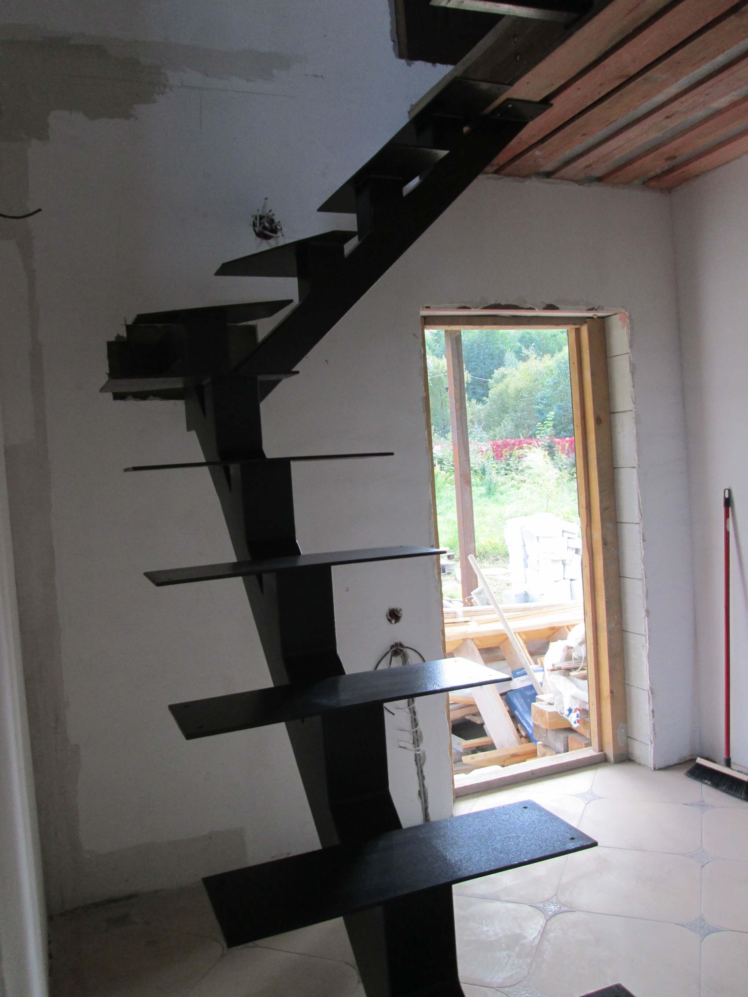 Стальные каркасы лестниц в дом на второй этаж