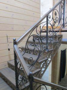 Кованый каркас лестницы на второй этаж под зашивку