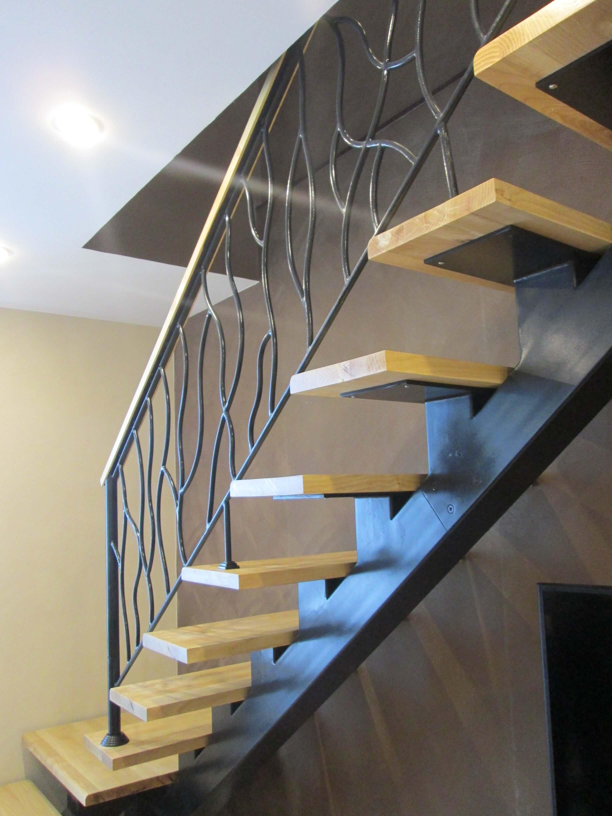 нашем лестницы на металлическом каркасе фото столбы, выполняющие