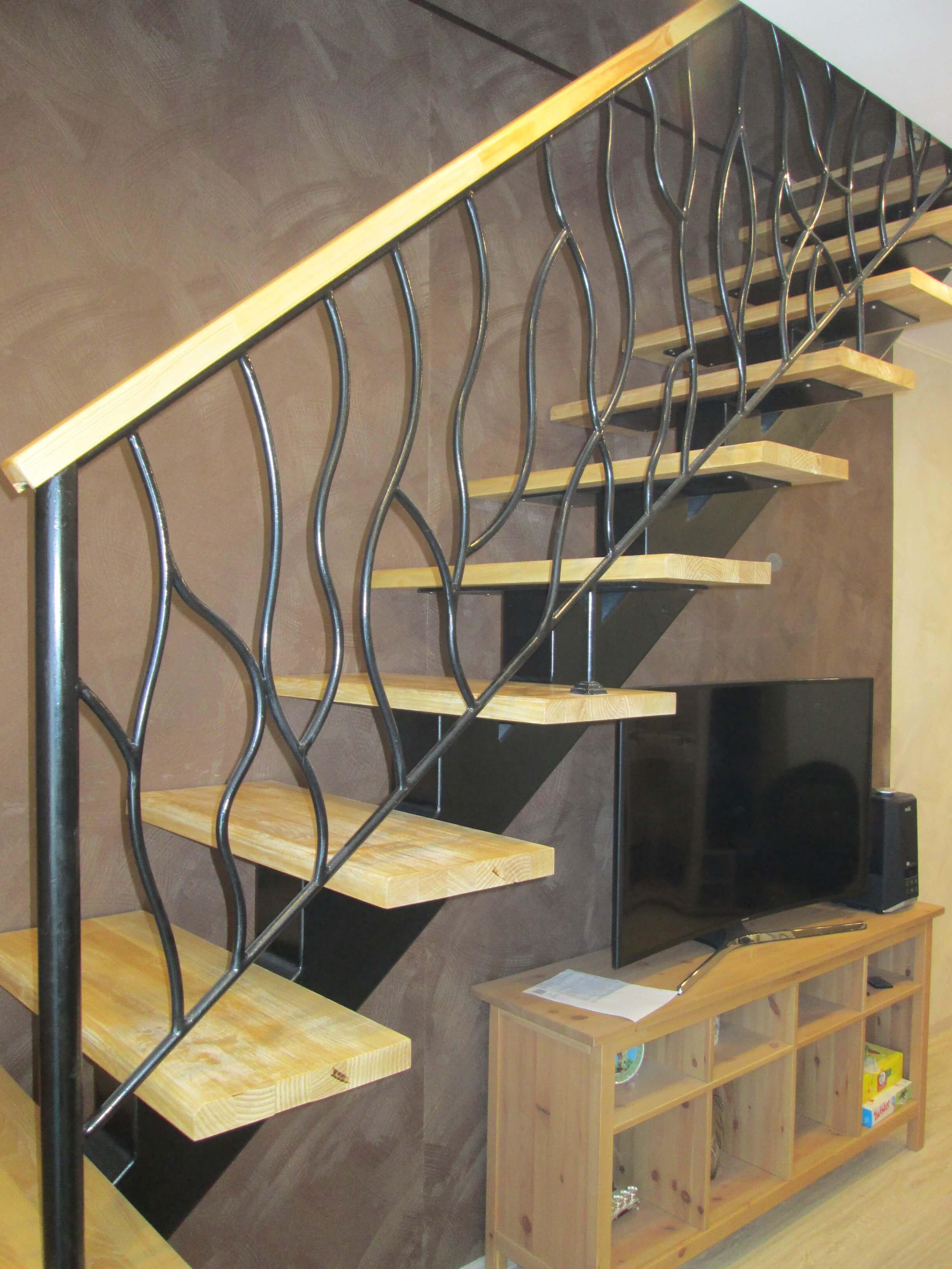 Лестница монокосоур топовые перила