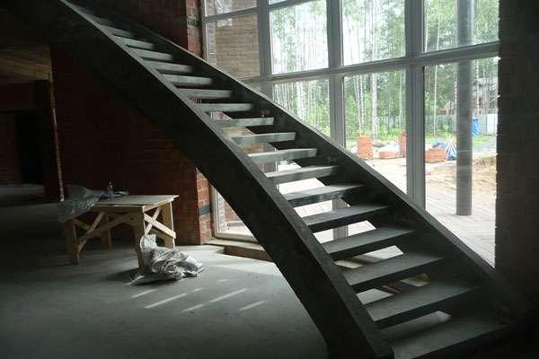 Бетонные лестницы на второй этаж в дом