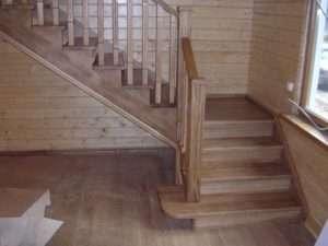 деревянная лестница в дом на второй этаж