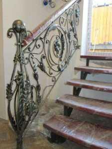 кованые ограждения лестниц в дом