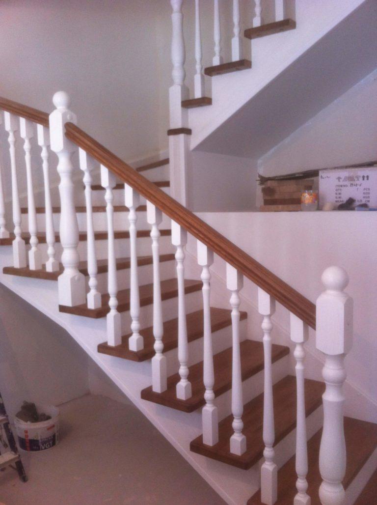 Деревянные ограждения лестниц в дом