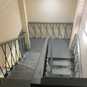 комбинированные лестницы монокосоур с перилами Москва