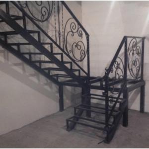 Кованые каркасы лестниц в дом Москва