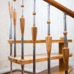 Комбинированные балясины для лестниц из дерева и нержавейки