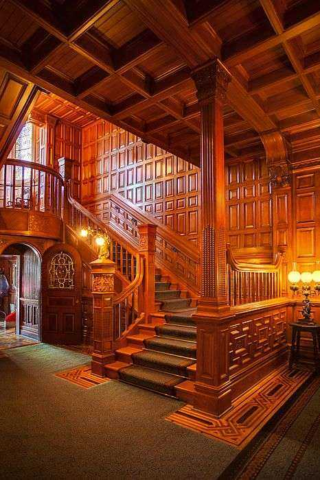Деревянная лестница из дуба