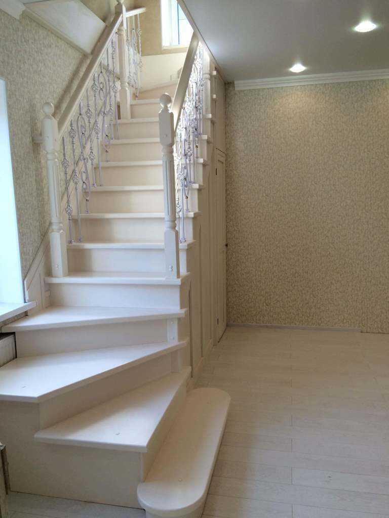 Деревянные лестницы из лиственницы любого вида и формы