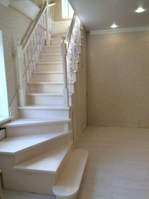 Г образная лестница на фото