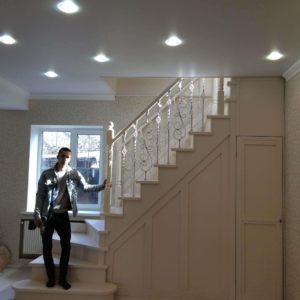 Лестница с забежными ступенями на фото