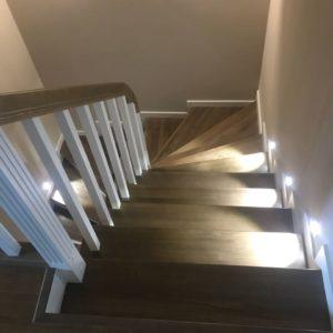 Гнутый поручень из ясеня на лестницу в Москве