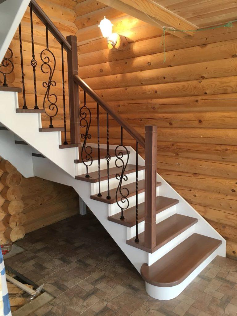 лестница на второй этаж в деревянном доме