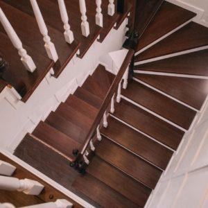 Эксклюзивная монолитная лестница, сделана и обработана мастерами в цеху.