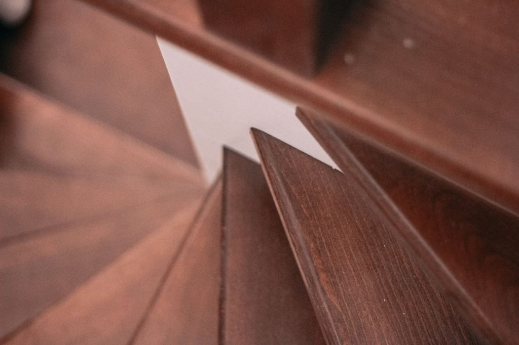 Ступени из бука для лестницы на фото
