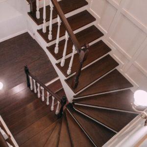 Лестница из цельноламельного бука