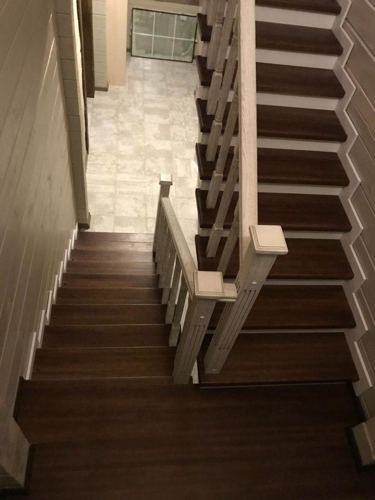 Деревянная лестница п образная на фото