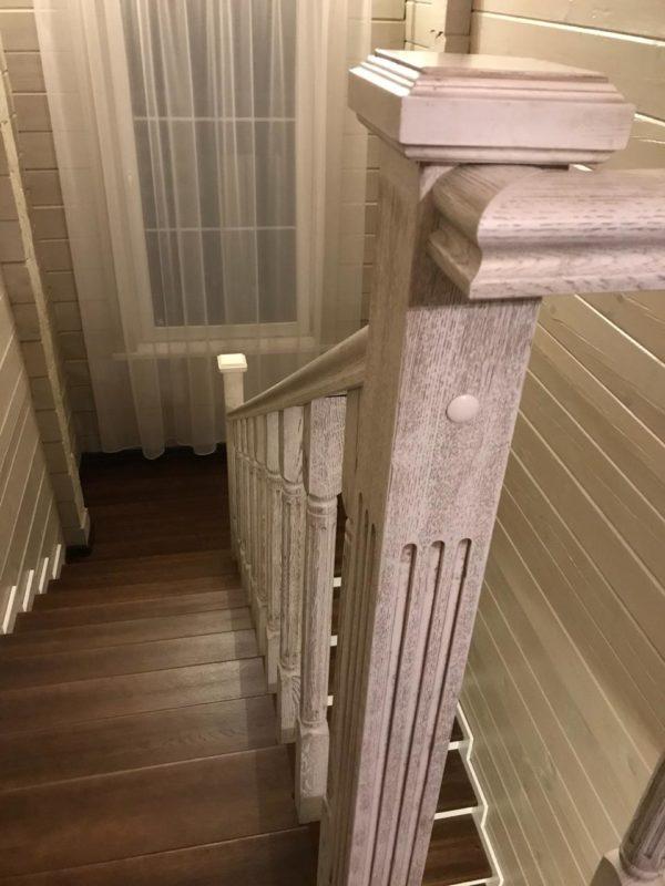 Лестницы в интерьере деревянного дома на фото