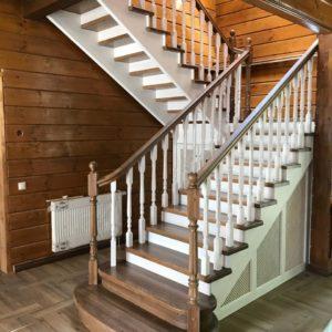 Элегантная лестница из дерева