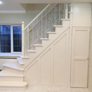Белая лестница на фото