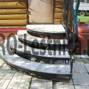 Крыльцо бетонированное с ограждением