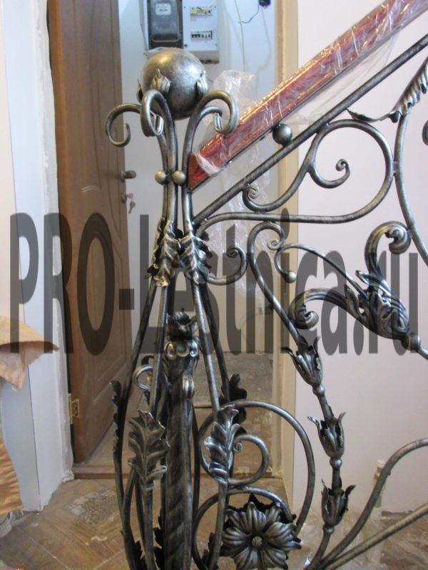 Красивый кованый столб для лестницы