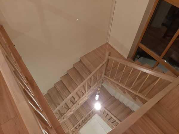 Обшивка  лестницы на металлокаркасе