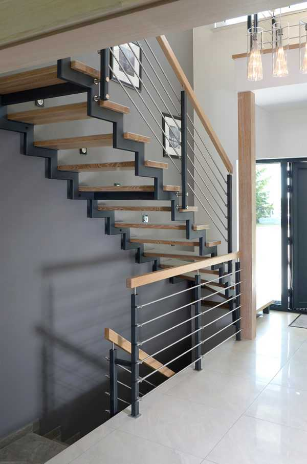 Лестница - ступени кварцит