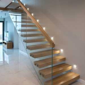 Одномаршевая консольная лестница