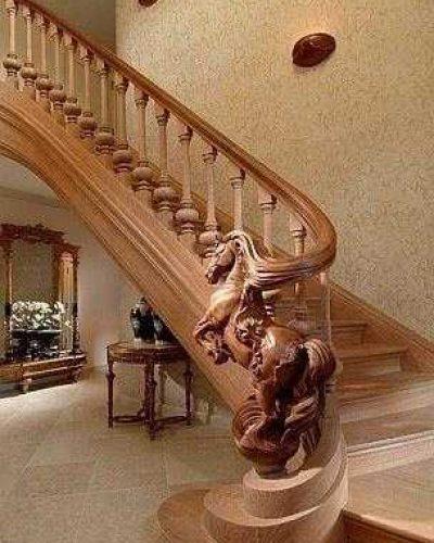 деревянная лестница из ясеня в частный дом