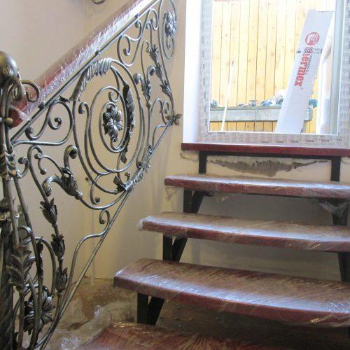 Кованая лестница в дом в Москве