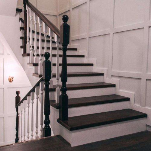 Лестница для дома с деревянными ступенями