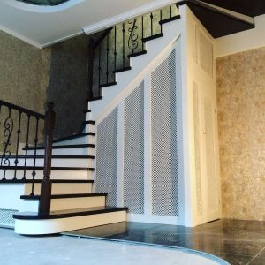 Деревянная П образная лестница с подсветкой