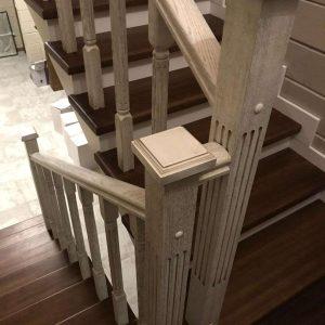Столбы для лестницы на фото