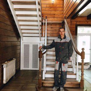 Цена деревянной лестницы на второй этаж на фото