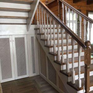 Лестница из дуба в деревянном доме фото цены