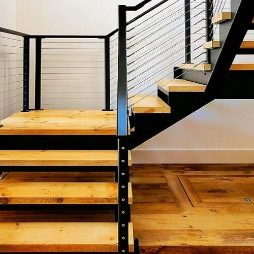 Лестница на двух косоурах в доме