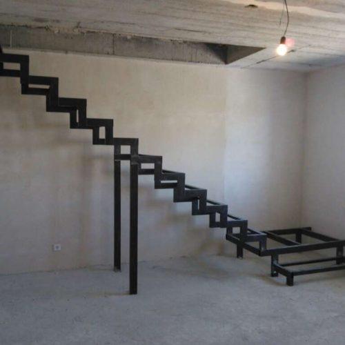 Каркасы лестниц из стали в новые дома купить